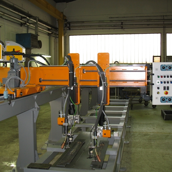 Naprave za vzdolžno varjenje: VAR-STROJ: L - ....... - 2G/MIGnaprava za vzdolžno varjenje po MIG postopku